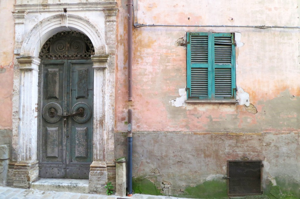 Doors in Le Marche