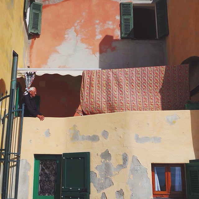 [Natural tanned #notmynonni] My favorite type of Italian paint job is either half done or decades old. A colorful latergram from #Varigotti, Liguria. #visitriviera #whatitalyis