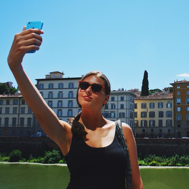 [Un selfie] She was so focused that she didn't even notice me. #florence #noshameselfie