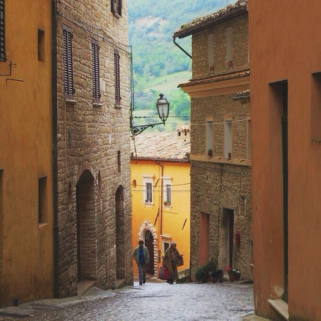 Watching the #notmynonni go by in Le Marche... #exploringmarche3