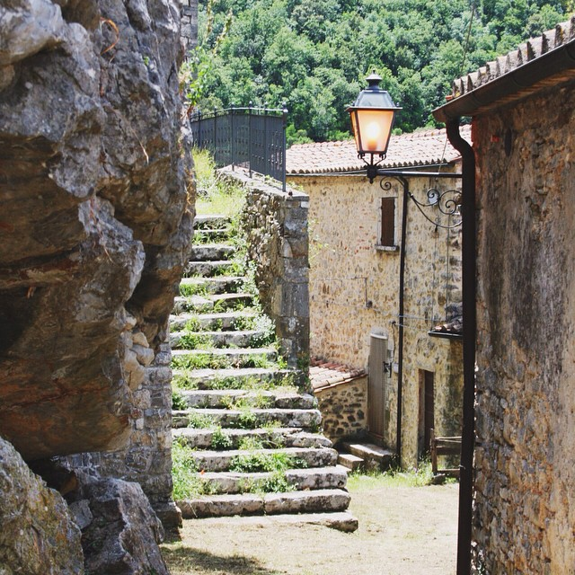 Someone has been watering the steps again in Rocchette di Fazio! #maremma #bestoftuscany #latergram