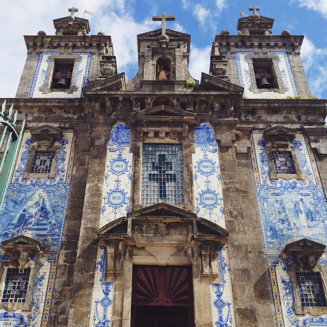 [Azulejo tilework] Completed in 1739, the proto-Baroque styled church in Porto is beautiful inside, with an alter by Italian artist Nicolau Nasoni. #italiansareeverywhere #facade #architecture